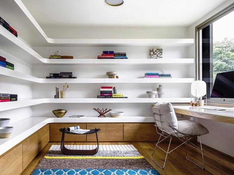 قفسه گوشه ای سفید رنگ