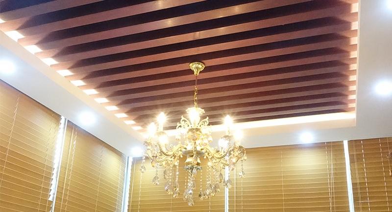 سقف چوبی با نورپردازی