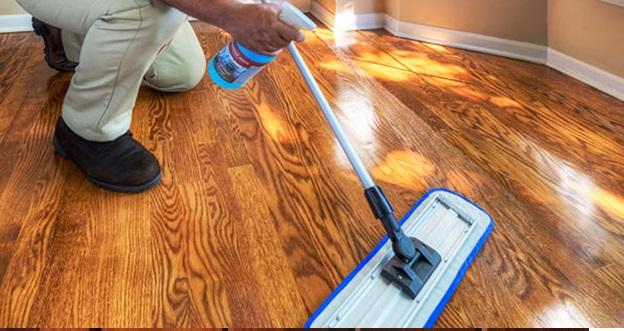 روش های نگهداری از چوب -  تمیز کردن چوب با مواد شوینده با پاک کننده مخصوص چوب