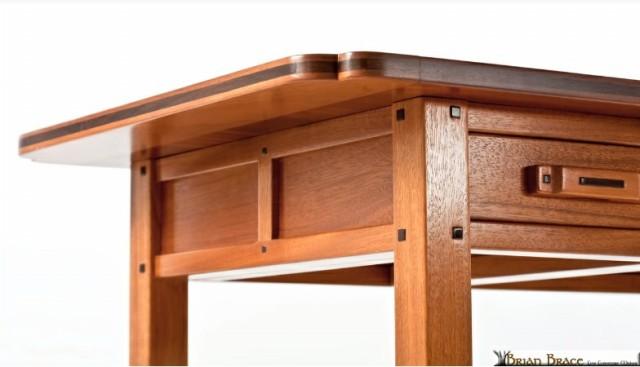 میز ساخته شده از چوب ماهگونی