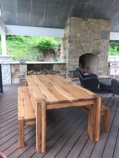مبلمان چوبی در فضای باز