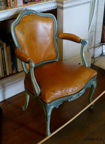 صندلی بازو ، (یکی از مجموعه ها) ، ج. 1771 ، چوب ، چرم زرد مراکش - Harewood House