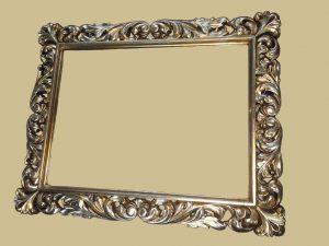 چیدمان قاب عکس٬ قاب آینه چوبی٬ قاب اینه٬ قاب عکس٬ قاب قاب آینه با قاب یاقوت کبود آبی