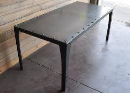 میز فلزی