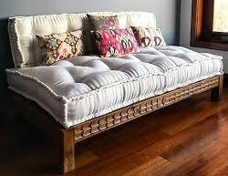 مبلمان منبت کاری شده و حکاکی شده چوبی