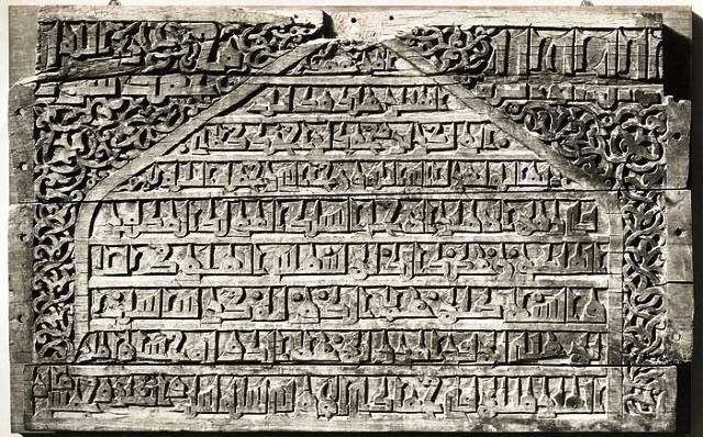 منبر چوبي 900 ساله