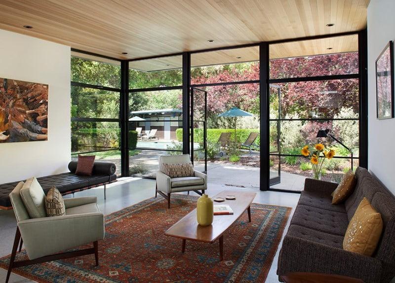 نمونه ای از اتاق های نشیمن با پنجره های بلند