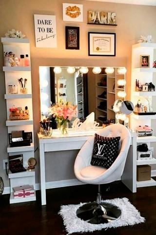 میز آرایش , میز توالت در اتاق خواب