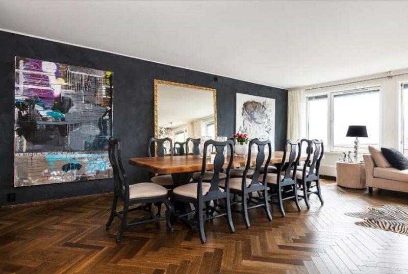میز با صندلی های سیاه