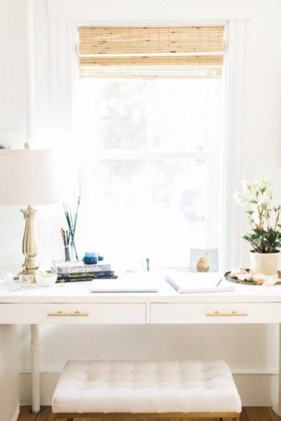 میز تحریر سفید رنگ