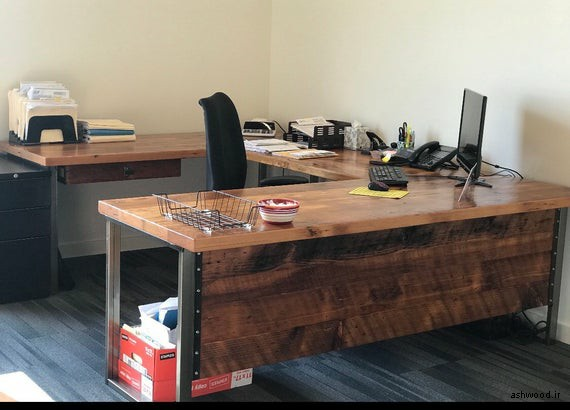 میز تحریر و کامپیوتر