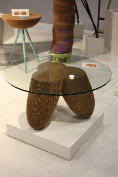 میز جلو مبلی با پایه های چوبی