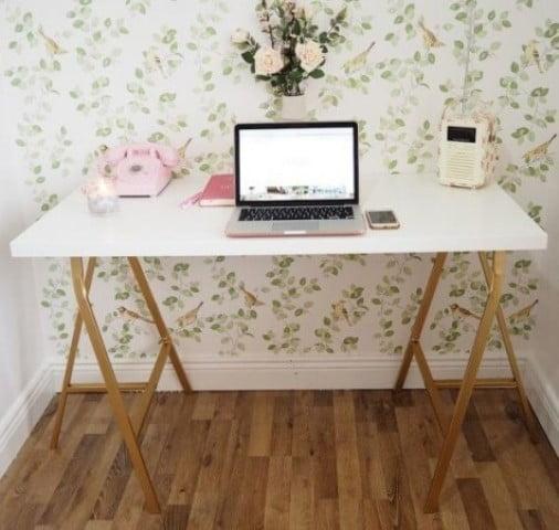 میز سفید طلایی