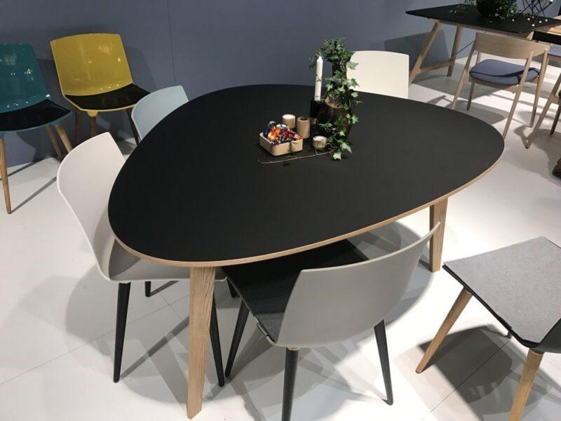 میز ناهارخوری کوچک با گوشه های گرد