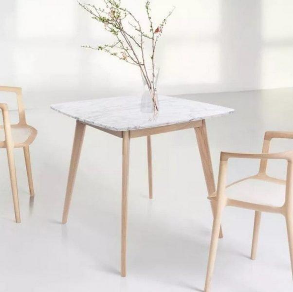 میز ناهار خوری بیگانه