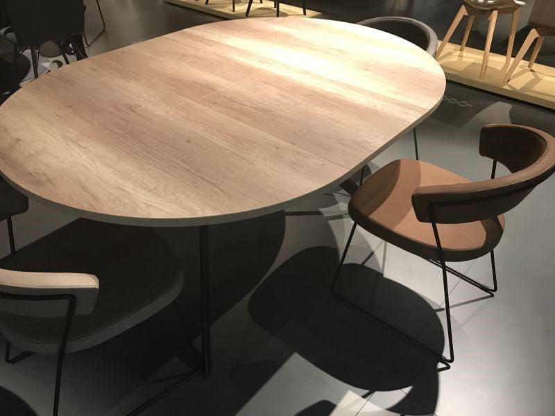 میز ناهار خوری چوبی بیضی شکل برای سلیقه های مختلف