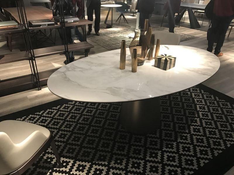 میز ناهار خوری چوبی بیضی شکل تک پایه
