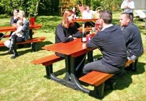 میز های چوبی ، نیمکت و میز ناهارخوری