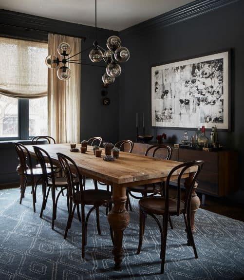 میز چوبی با پایه های خاص