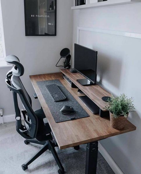 میز کاری با خصوصیات میز کامپیوتر