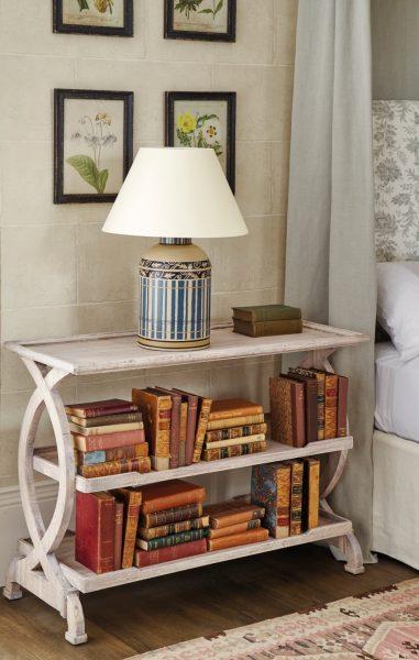 میز کناری و قفسه کتاب