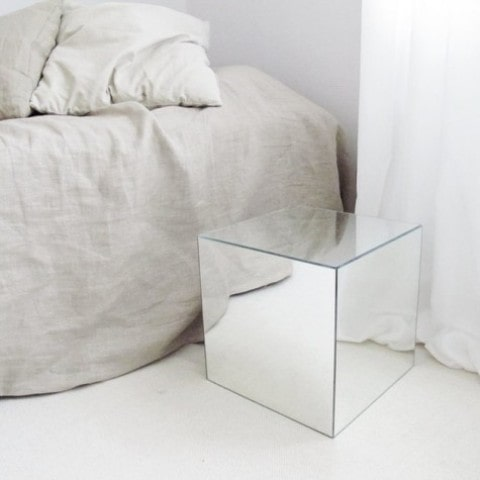 میز کنار تختی آینه ای