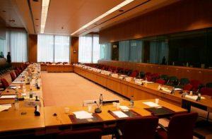 میز کنفرانس ایده , چیدمان , دکوراسیون و استاندار های اتاق کنفرانس