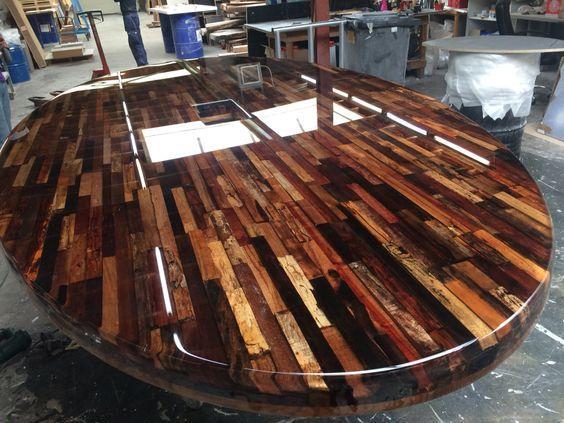 میز بزرگ تمام چوب گردو بصورت صفحه فینگر جوینت ضخیم با رنگ رزین شفاف و براق