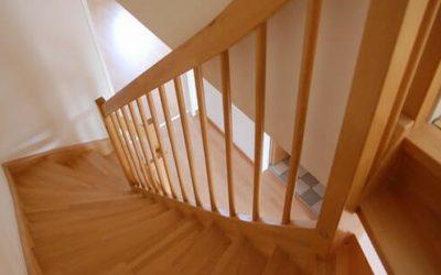 نرده چوبی پله از بغل