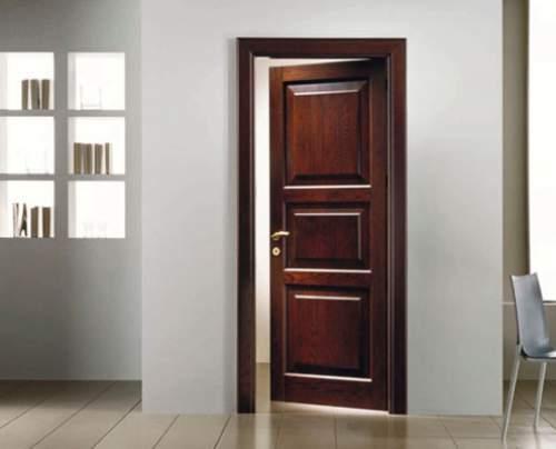نمونه ای از درب چوبی در خانه