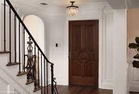 نمونه ای از درب چوبی در منزل