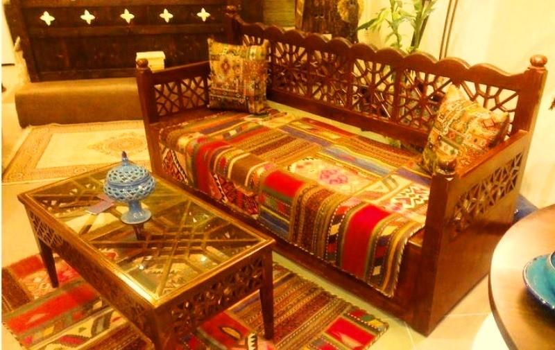 مبلمان سنتی ، میز جلو مبلی چوبی مشبک و گره چینی