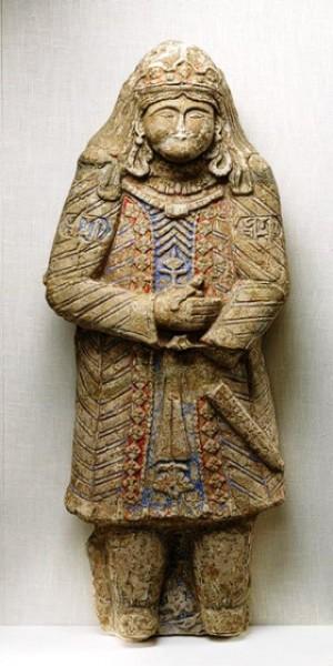 سردیس شاهزاده و مجسمه تمام قد از یک امیرزاده سلجوقی