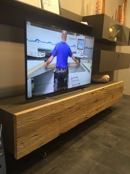 واحدهای دیواری چوبی برای تلویزیون های بزرگ