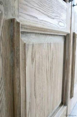 رنگ وایت واش درب کابینت آشپزخانه , سندبلاست و پتینه کاری روی چوب