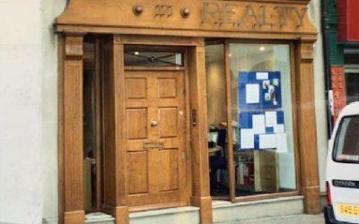 دکوراسیون چوبی درب مغازه و بوتیک