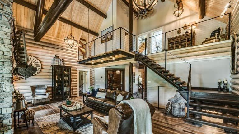 ورود به خانه چوبی