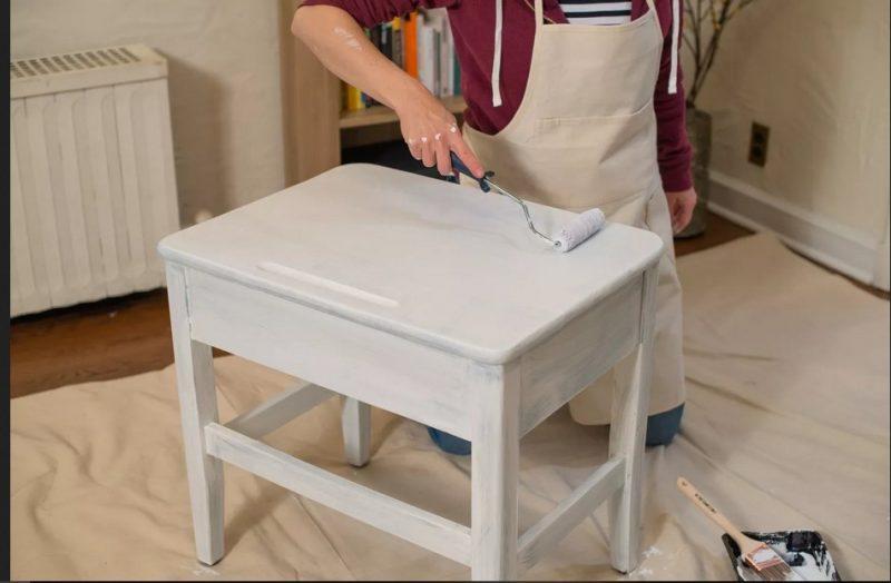 پرابم کردن با غلتک برای رنگ آمیزی چوب یک دست