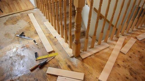 نرده های چوبی پله ها : انواع ، طرح ها و نحوه نگهداری