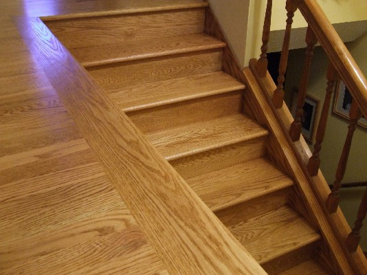 پله و کفپوش چوب بلوط