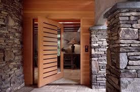 چوب برای درب ورودی