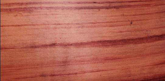 چوب قرمز برای درب چوبی