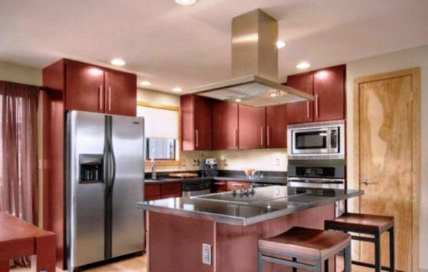 اگر آشپزخانه ای کوچک دارید فضای بالای یخچال خود را کابینت کنید