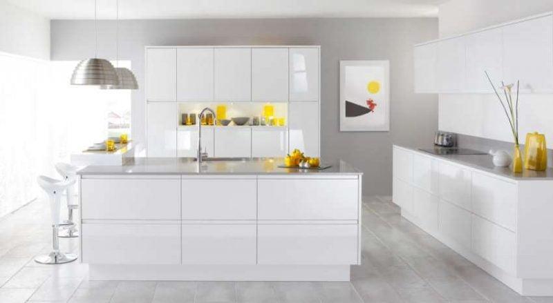 کابینت سفید در آشپزخانه