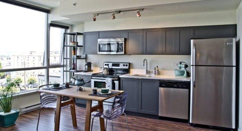 کابینت چوبی خاکستری در آشپزخانه