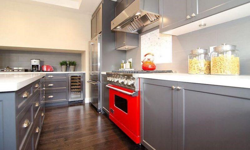 کابینت چوبی خاکستری و قرمز