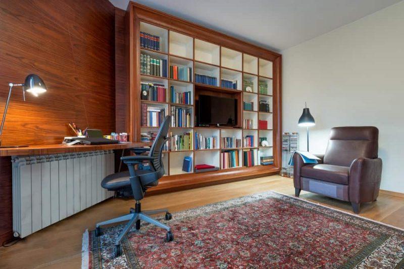 کتابخانه با دیوار چوبی