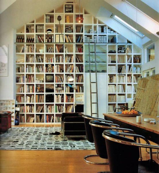 کتابخانه با صندلی های راحت