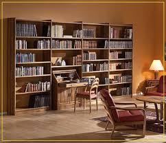 کتابخانه در کلبه چوبی