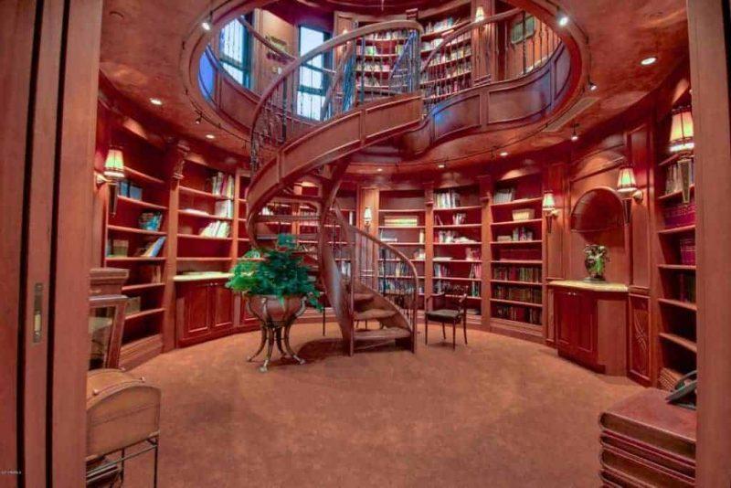 کتابخانه دو طبقه